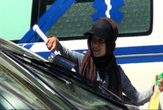 شیشه پاکن های خیابانی و رانندگان در بطن معضلی عمیق  / مدیران شهری در شهر رانندگی نمی کنند؟