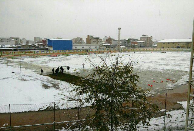 ورزشگاه بابل برف روبی شد