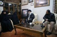 رهبر انقلاب در منزل شهید سلیمانی حضور یافتند