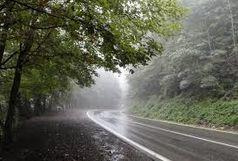 بارش باران و مه در جادههای کوهستانی استان زنجان