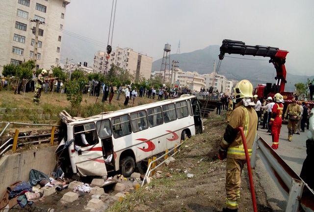 حال دانش آموزان حادثه واژگونی اتوبوس وخیم نیست/دانش آموزان به ۴ بیمارستان اعزام شدند