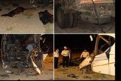 تصادف اتوبوس در اتوبان کاشان -قم 2 کشته بر جای گذاشت