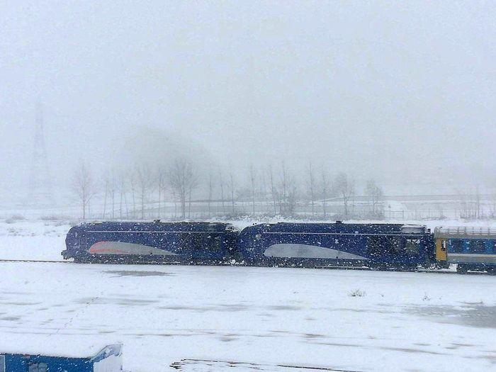 سربلندی راه آهن شمال ۲ در بحران بارش برف گیلان