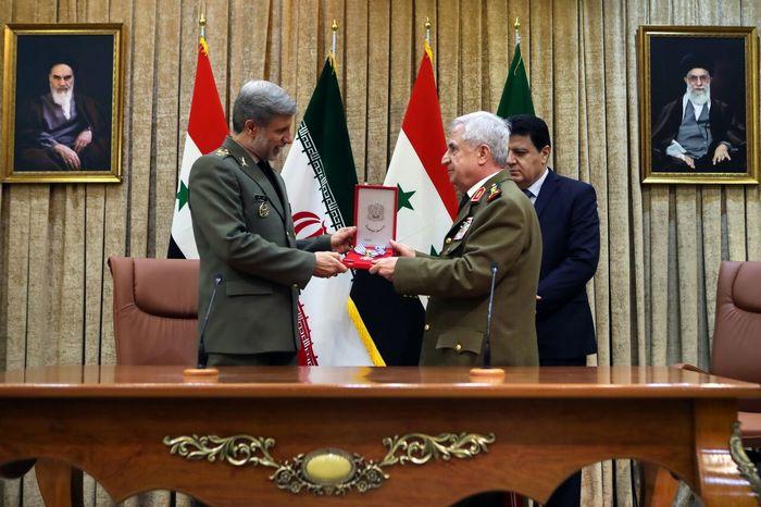 بالاترین نشان قهرمانی سوریه به سردار سلیمانی اعطا شد