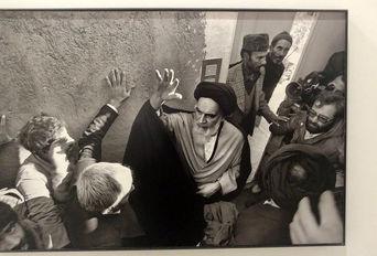 نمایشگاه عکسهای «میشل ستبون» از پیروزی انقلاب اسلامی در هتل میراژ کیش
