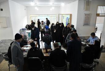 انتخابات مجلس یازدهم در حوزه های رایگیری اراک(2)