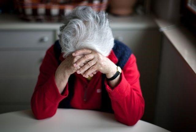 چرا سالمندان تلویزیون را خاموش می کنند؟