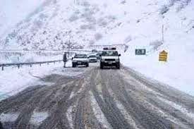 راههای منطقه شمیرانات به دلیل بارش برف بسته نشده است