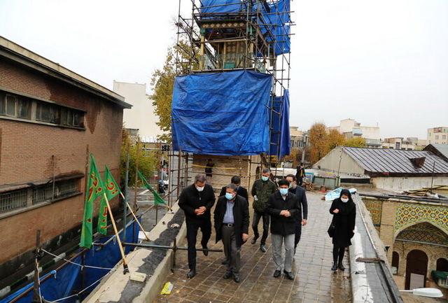 بازدید عضو شورای اسلامی شهر از روند مرمت اماکن و خانه های تاریخی حصار ناصری