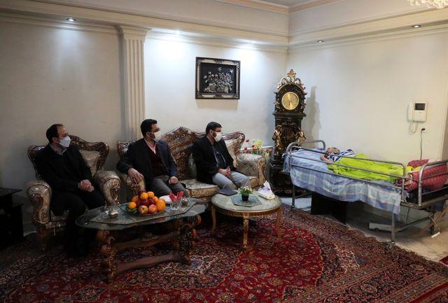 مدیران صداوسیما به عیادت عکاس امام خمینی رفتند