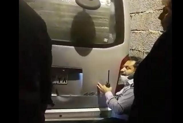 لحظات حساس و نفس گیر نجات دختر بچه اهوازی گرفتار بین دیوار و خودرو ون+فیلم