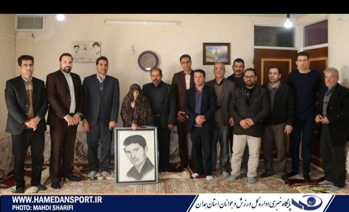 دیدار مدیرکل ورزش و جوانان استان با مادر شهید ورزشکار علی میرزا طالبی