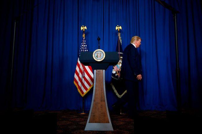 لغو ناگهانی جلسه گزارش ترور سردار سلیمانی/ ترامپ حتی از گزارش ترور هم وحشت دارد