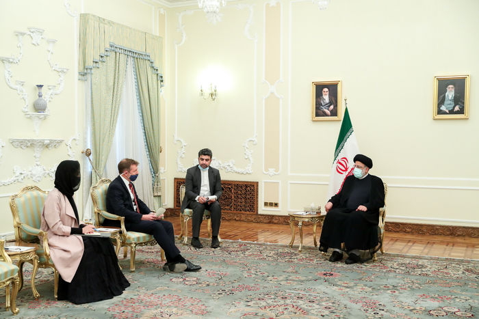 ایران با همه کشورها بنای همکاری دارد اما این همکاری باید براساس احترام متقابل باشد/ جمهوری اسلامی  زیر بار زور نمی رود و هیچ حرف نادرست و برخلاف حق را نمی پذیرد