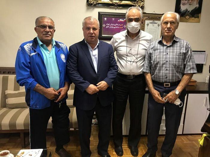 نشست مشورتی مدیرکل ورزش و جوانان استان تهران و چهرههای نامآشنای فوتبال ایران