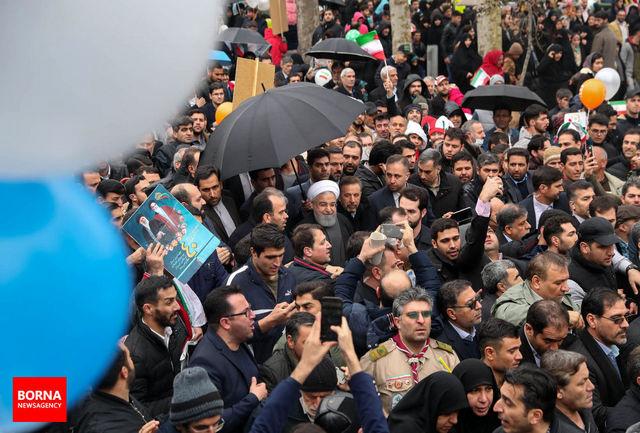 دکتر روحانی: حضور پر معنا و آگاهانه مردم در راهپیمایی پیگیری خدمات را مضاعف کرد/ در مقابل بزرگی ملت عزیزمان سر تعظیم فرود میآورم