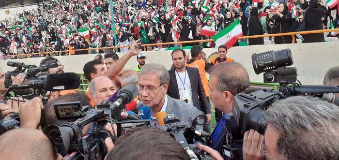 حضور سخنگوی دولت و مسئولان وزارت ورزش و جوانان در ورزشگاه آزادی