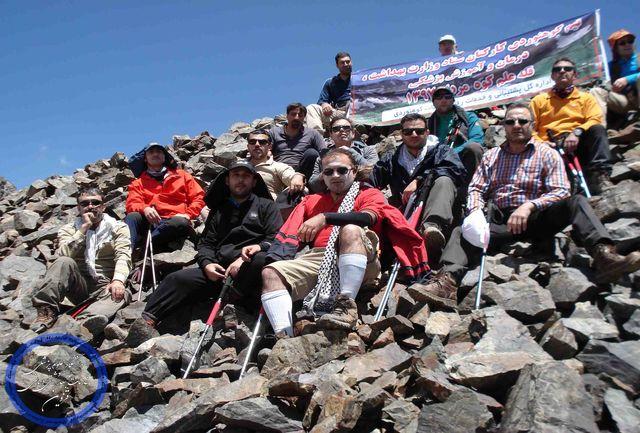 صعود مشترک کوهنوردان علوم پزشکی قزوین و وزارت بهداشت به قله علم کوه
