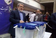 وزیر کشور رأی خود را به صندوق انداخت