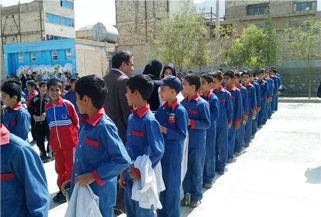 اهدای 3500 دست لباس مدرسه به دانشآموزان نیازمند
