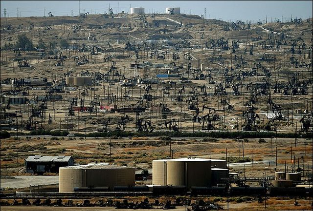 کاهش سطح ذخیره سازی نفت در آمریکا
