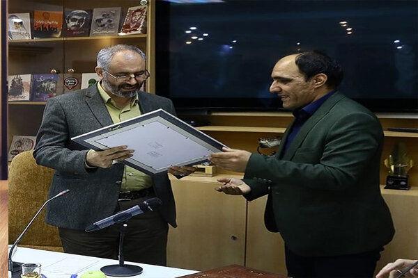 نشان درجه یک نویسندگی دفاع مقدس برای محسن مومنی شریف