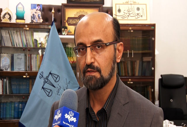 آزار و اذیت  دانش آموزان مدرسه ای در اصفهان توسط یکی از والدین