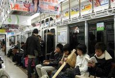 آرایش کردن در مترو ممنوع شد! + عکس