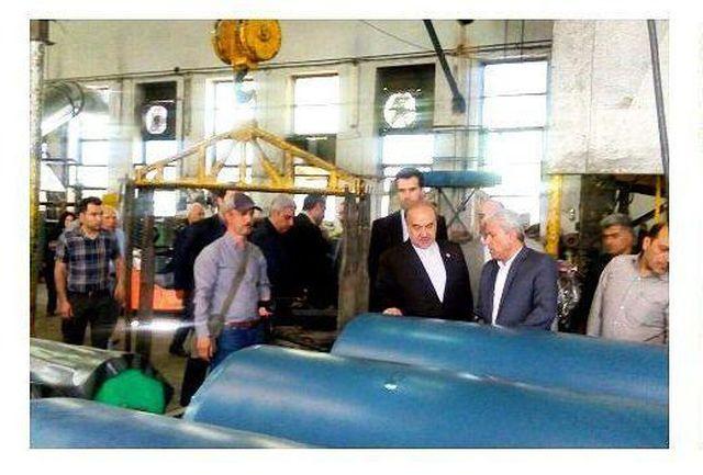 بازدید وزیر ورزش و جوانان از کارخانه تولید کننده کفپوش سالنهای ورزشی+عکس