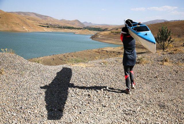 تیم ملی روئینگ بانوان جوانان به آب میزند