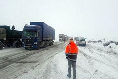 ممنوعیت تردد کشندهها در محور راز و جرگلان به علت بارش برف