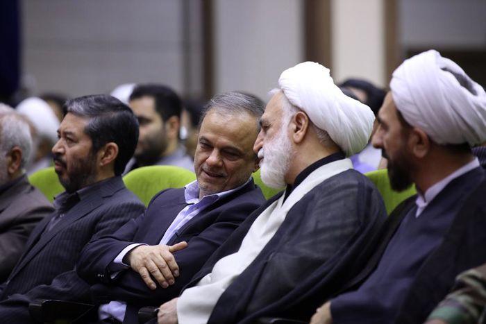 آقای رزم حسینی از حاشیه ها به دور بوده و به اولویت ها پرداخته است