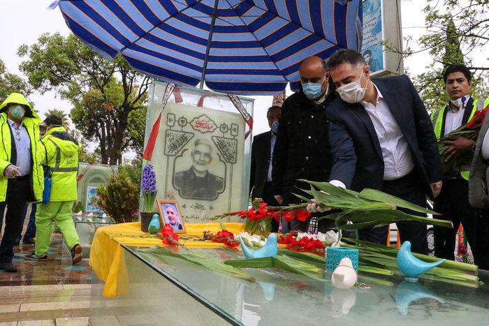 مدیران شهری شیراز به نمایندگی از شهروندان به زیارت شهدا رفتند