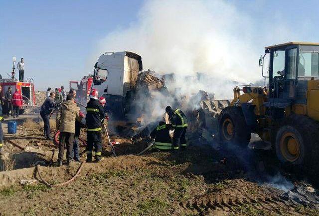 آتش سوزی  تریلی در جاده دهشاد شهرستان شهریار