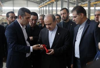 بازدید وزیر ورزش و جوانان از کارخانه ساخت تجهیزات بدنسازی