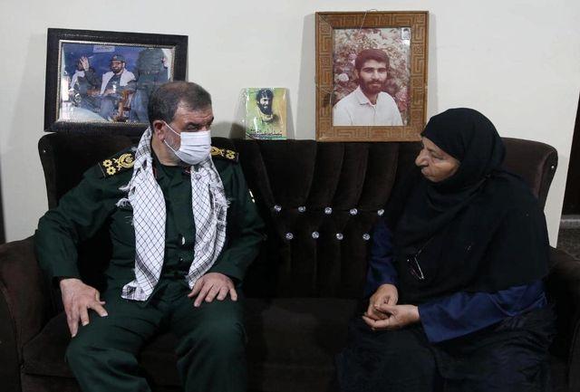 دیدار محسن رضایی با خانواده شهیدان فرجوانی در اهواز