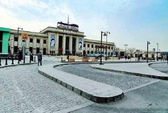 بیش از یک و نیم هکتار پلازای شهری در میدان راه آهن اجرا شد