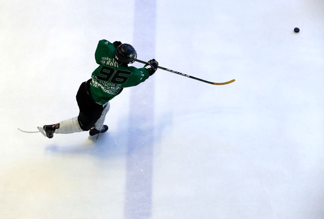 ورزشکار قزوینی در اردوی تیم ملی اسکیت هاکی روی یخ