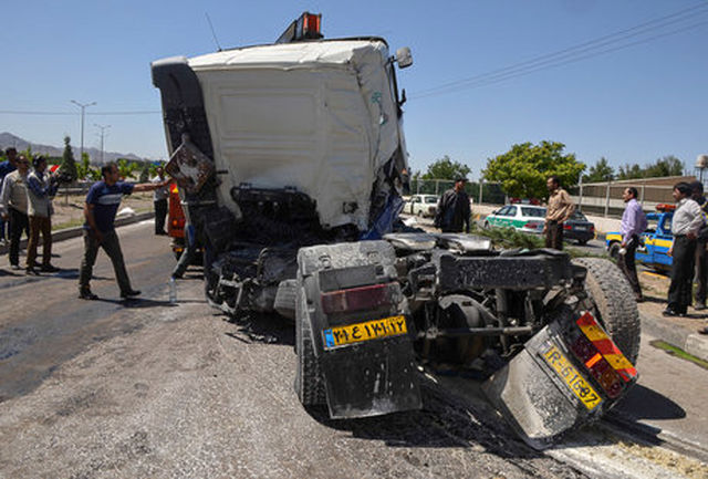 واژگونی وحشتناک یک دستگاه تریلر در محور تهران- جاجرود