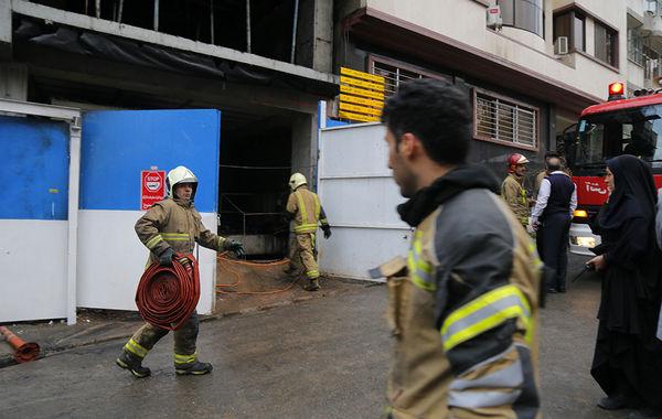 آتش سوزی در خیابان گاندی تهران