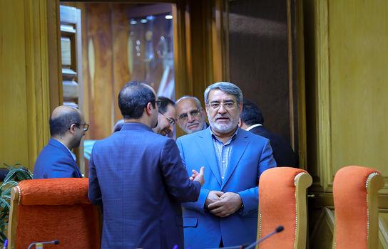 تحویل حکم شهرداری تهران به شهردار جدید در وزارت کشور