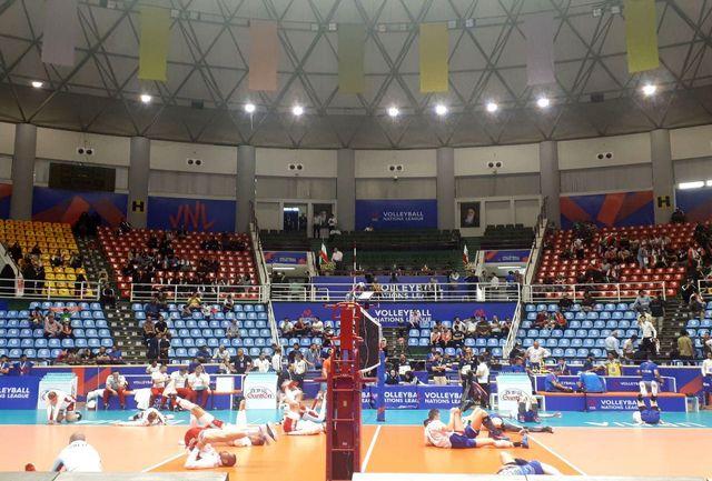 تیمهای روسیه و لهستان در ورزشگاه غدیر حاضر شدند