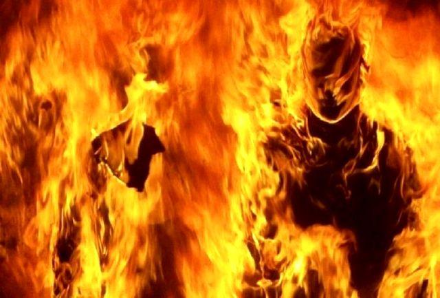 نجات 4 نفر از داخل خودروی در حال آتش
