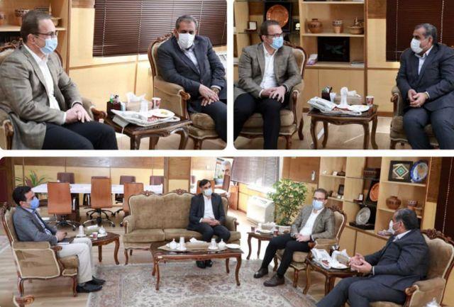 امیر رضا خادم قهرمان سابق کشتی با استاندار قزوین دیدار کرد