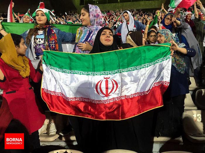 زنان ورزشگاه علیه براندازان، کیهان علیه زنان ورزشگاه