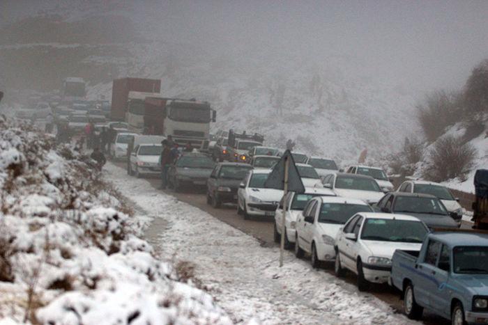 بارش برف در جادههای ۴ استان
