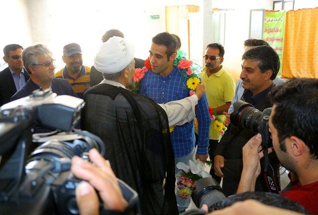 امیر حسین محمدی آزاد کار خراسان شمالی و عضو تیم ملی کشتی به خانه بازگشت
