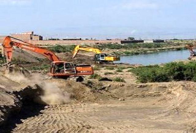 اجرای طرح لایروبی رودخانه آجی چای بیش از 80 درصد پیشرفت دارد