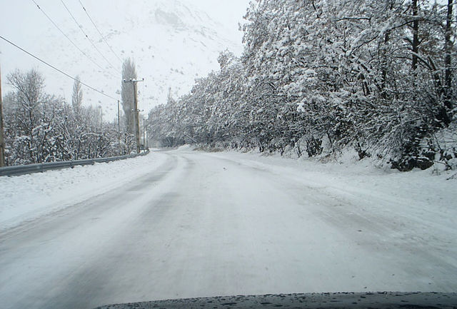 وقوع برف و کولاک در 9 استان کشور / امداد رسانی به 2 هزار مسافر