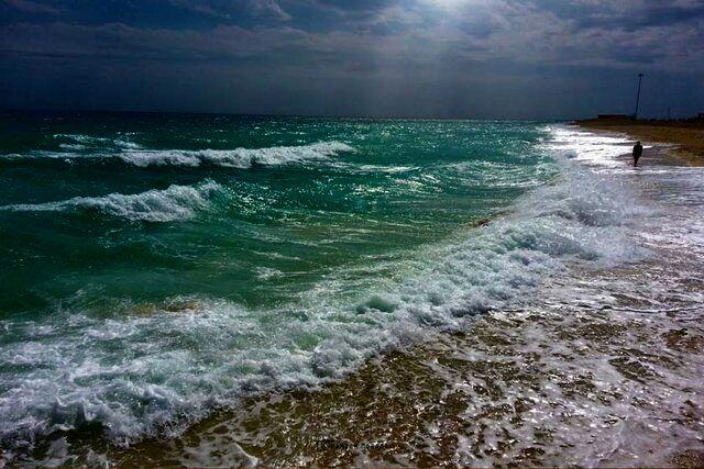 ارتفاع موج در دریای عمان به ۳ متر رسید
